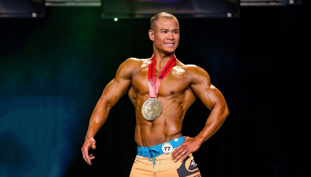 Bernie Gallofin flexes muscles  for international bodybuilding contest